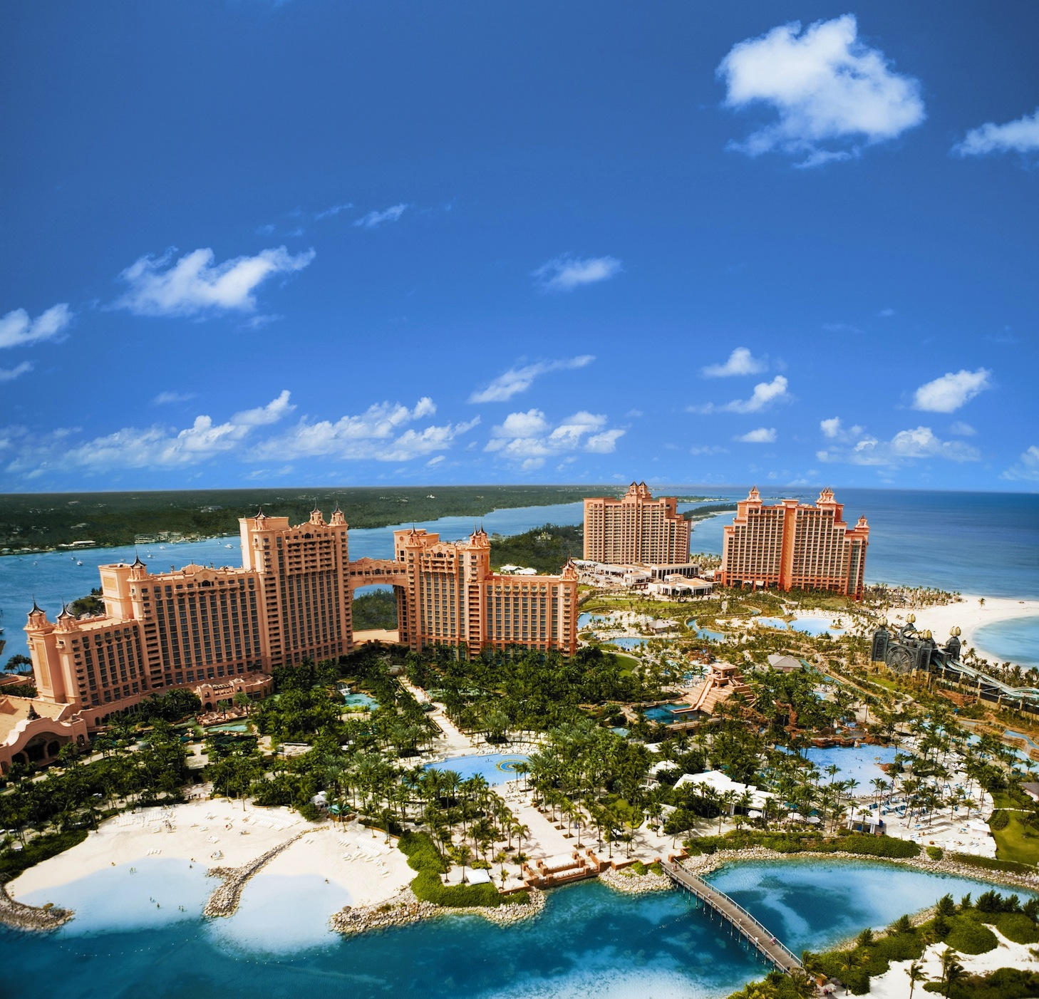 The Atlantis Resort In Bahamas With Its Stunning Beaches