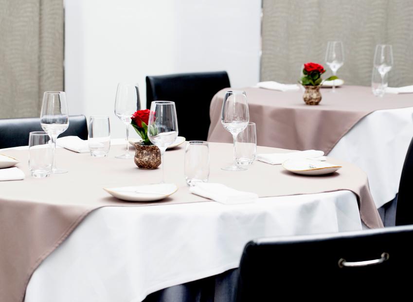 Table 9 Restaurant Dubai