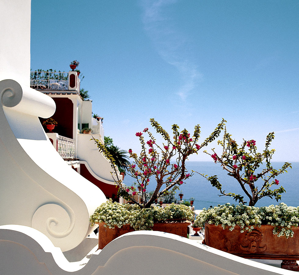 Luxury boutique hotel le sirenuse in positano blog for Luxury hotel reservations