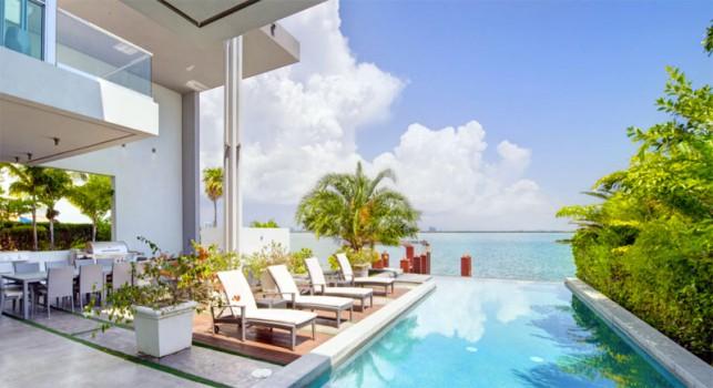 Luxury 4-bedroom waterfront villa Miami 02
