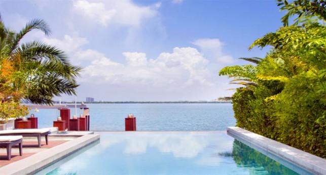 Luxury 4-bedroom waterfront villa Miami 03