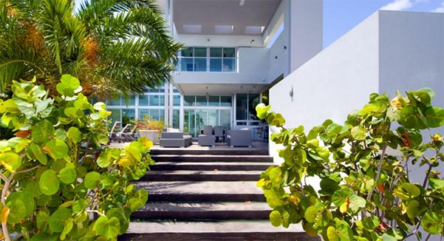 Luxury 4-bedroom waterfront villa Miami 04