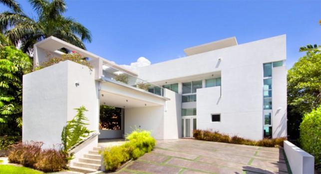 Luxury 4-bedroom waterfront villa Miami 05