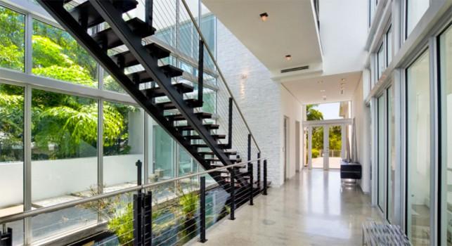 Luxury 4-bedroom waterfront villa Miami 06