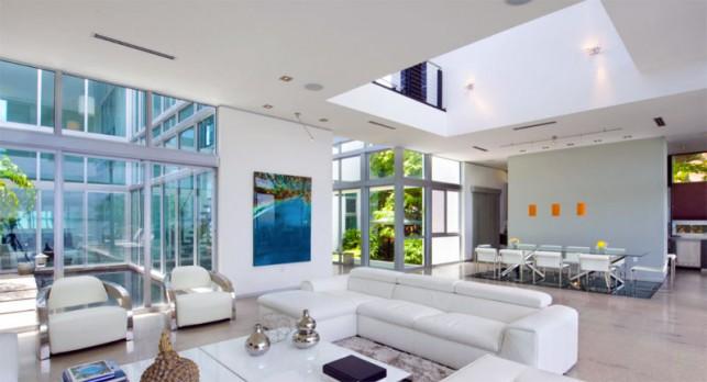 Luxury 4-bedroom waterfront villa Miami 08