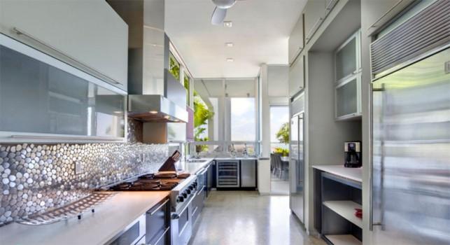Luxury 4-bedroom waterfront villa Miami 10