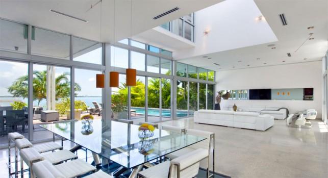 Luxury 4-bedroom waterfront villa Miami 11