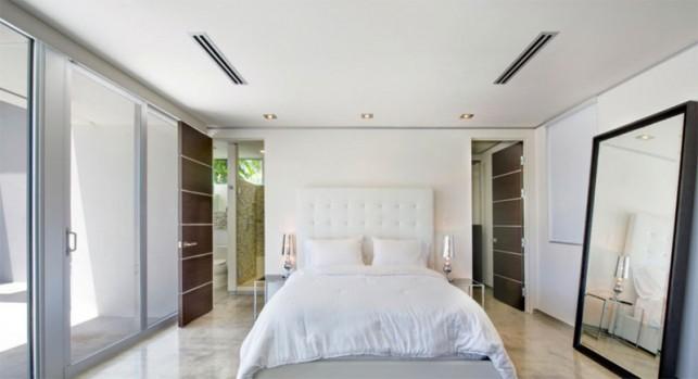 Luxury 4-bedroom waterfront villa Miami 13