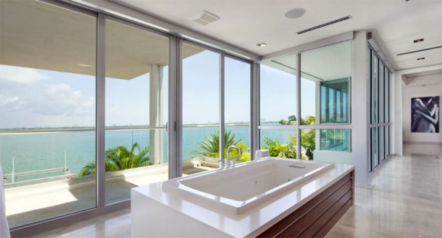 Luxury 4-bedroom waterfront villa Miami 15