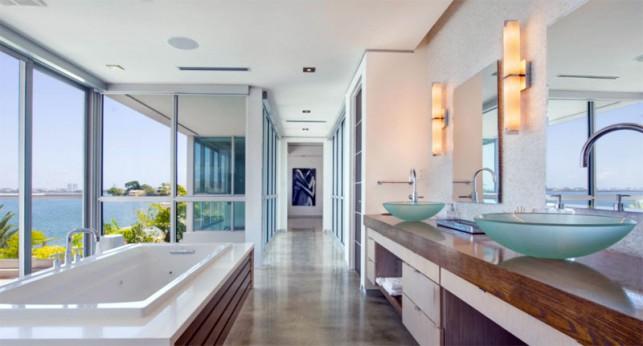 Luxury 4-bedroom waterfront villa Miami 16