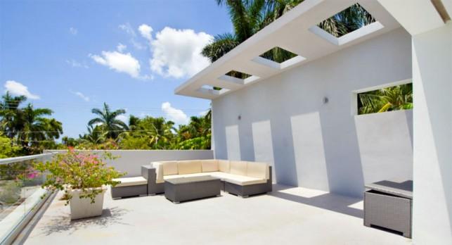 Luxury 4-bedroom waterfront villa Miami 18