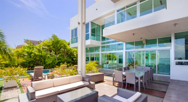 Luxury 4-bedroom waterfront villa Miami 19