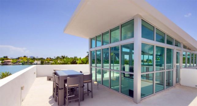 Luxury 4-bedroom waterfront villa Miami 20