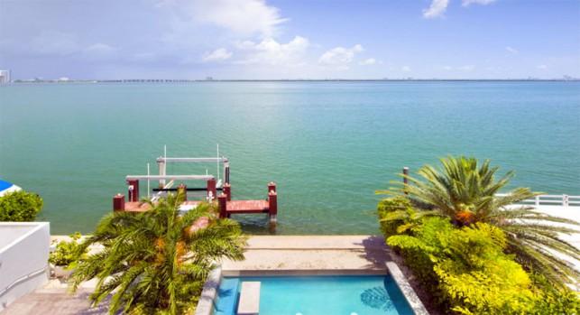 Luxury 4-bedroom waterfront villa Miami 21
