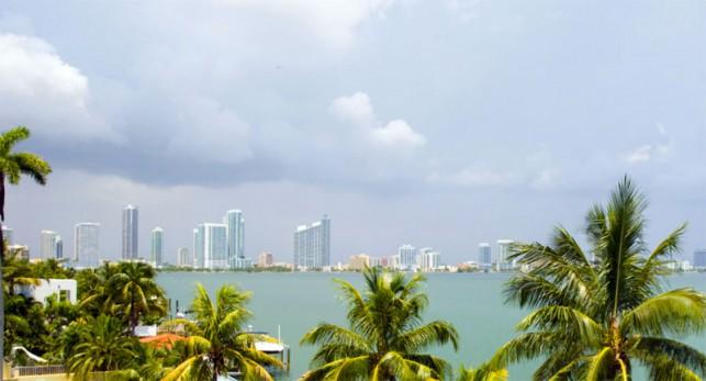 Luxury 4-bedroom waterfront villa Miami 22