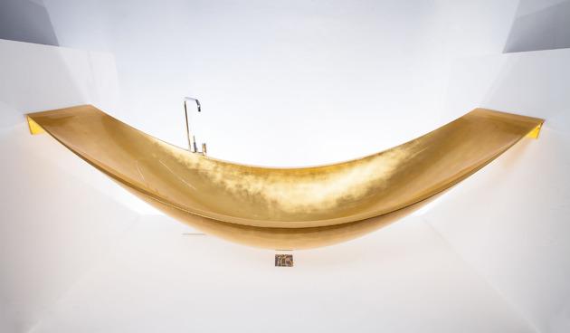 Suspended Gold Hammock bathtub by Splinterworks pic 02