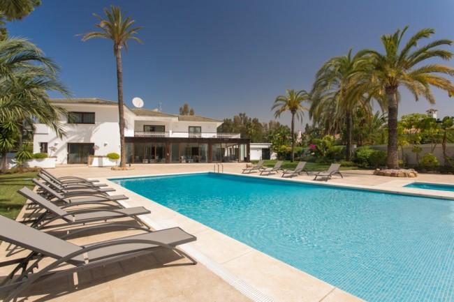 5-bedroom beach villa Marbella 01