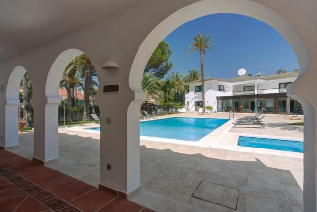 5-bedroom beach villa Marbella 02