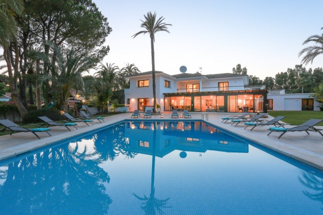 5-bedroom beach villa Marbella 03