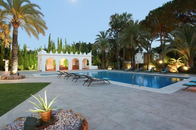 5-bedroom beach villa Marbella 04