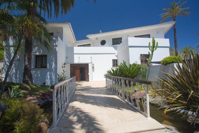 Luxury stunning villa Malibu in Marbella 18