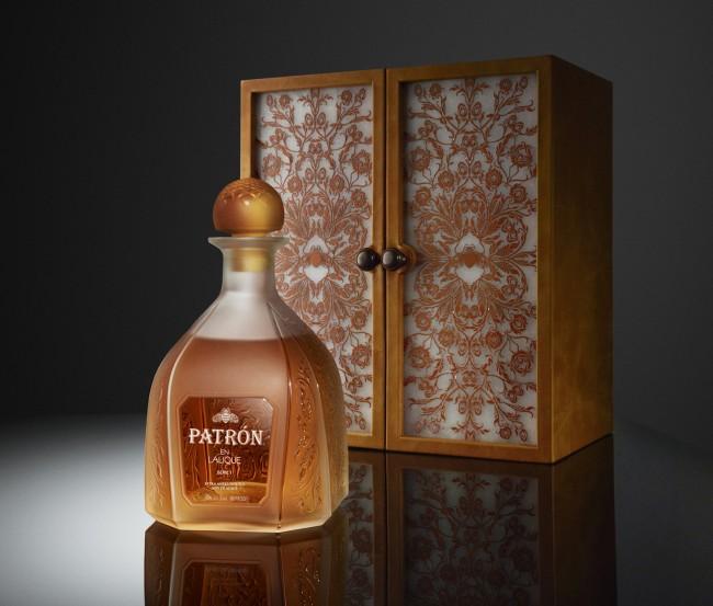 Patron-en-Lalique-1 leather case
