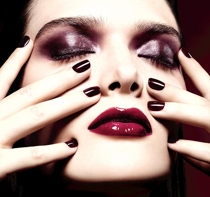 Chanel_Rouge_Noir_Absolument_holiday_2015_makeup_collection1