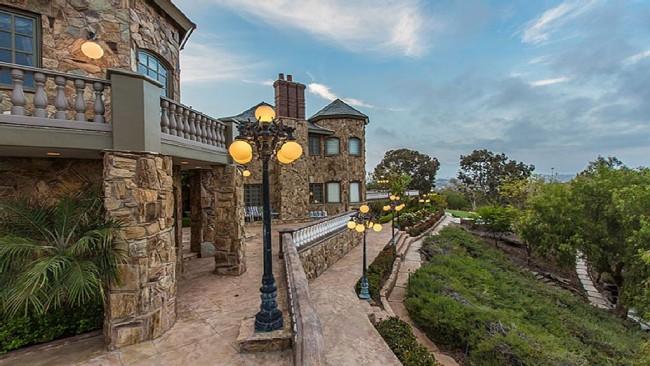 Stunning 7-bedroom Villa in Laguna Hills 03