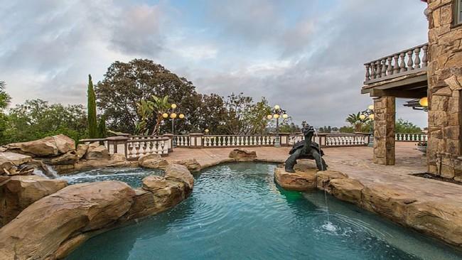 Stunning 7-bedroom Villa in Laguna Hills 04