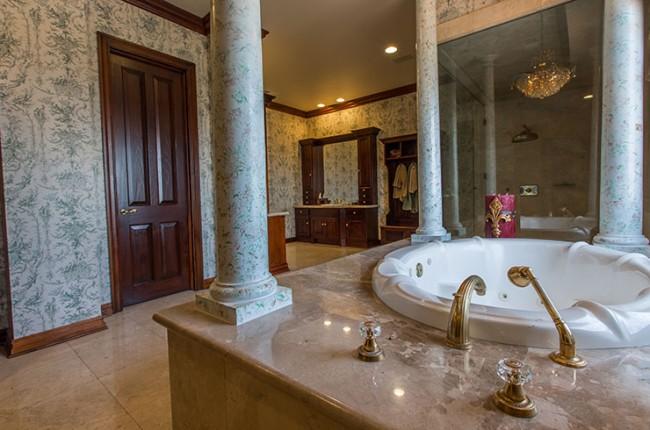 Stunning 7-bedroom Villa in Laguna Hills 09