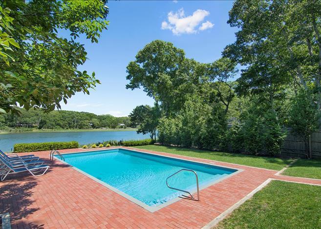 Contemporary 5-bedroom villa East Hampton 01