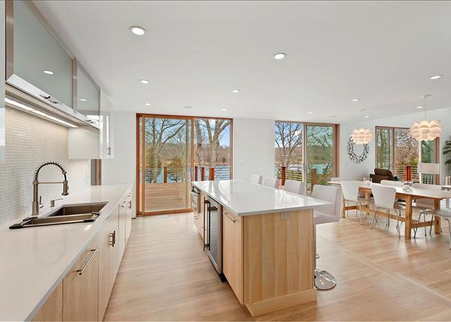 Contemporary 5-bedroom villa East Hampton 06