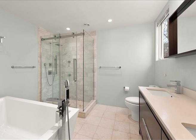 Contemporary 5-bedroom villa East Hampton 08